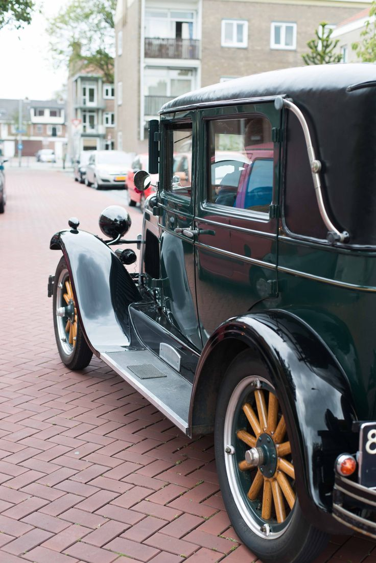 Our wedding car. Picture made by Zwart fotografie.