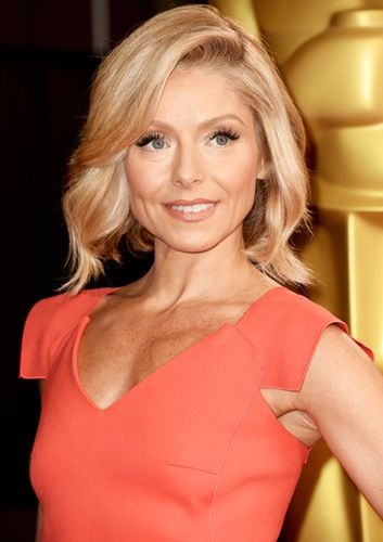 Kelly Ripa Debuts New Pink Hair After Hinting She's Trying to Get Pregnant