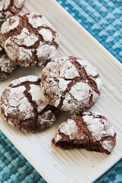 Ricetta biscotti screpolati al cioccolato. Crackled chocolate cookies