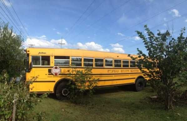Two women paid $2000 at an auction for a 2000 International Diesel school bus that sat 60 alone for years. You won't believe how they turned the inside into a house.  | From liveoutdoor