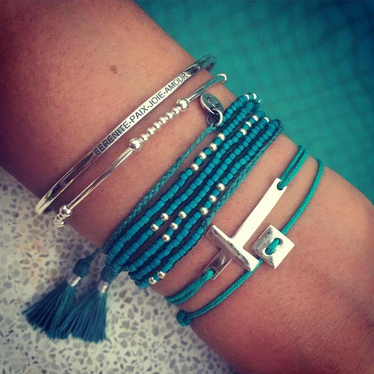 Composition de bracelets argent et vert turquoise - L'Atelier d'Amaya #bijoux #argent #croix #femme