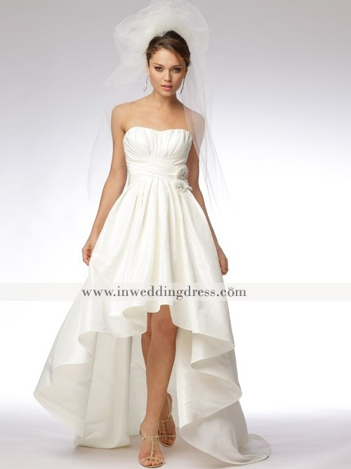 casual wedding dress. Love this, maybe a little longer in the front for me?