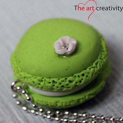 Maccaronin pasta polimerica verde con fiore bianco. #handmade #fimo #collana #maccaron #bianco #pastapolimerica #flower #fiore #rosa #strass #luce