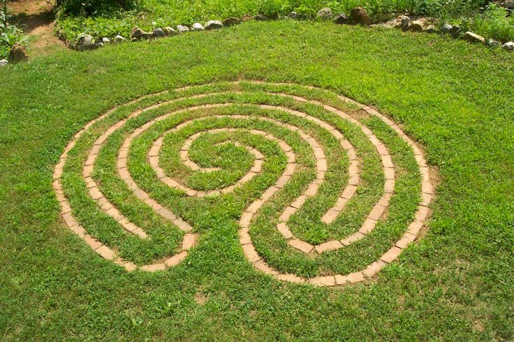 83 best labyrinths mazes images on pinterest for Garden maze designs