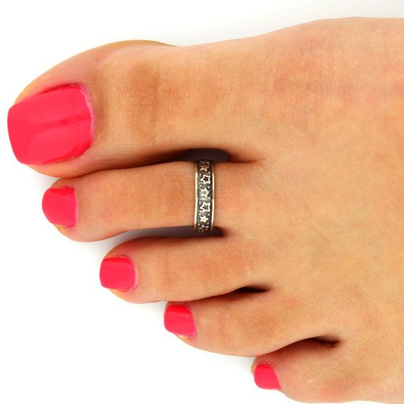 Hey, I found this really awesome Etsy listing at https://www.etsy.com/listing/125944561/sterling-silver-toe-ring-star-toe-ring