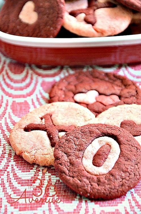 http://www.the36thavenue.com/2014/01/red-velvet-cookies-recipe.html