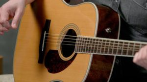 main gitar #unik #lucu #kreatif #bingkai #kerajinan #craft #crossbond #kayu #bambu #woodworker #wooden #wood #bioindustries #lemkayu #perekatan #adhesive #plywood #meja #mebel #furniture #laminasi #konstruksi #guitar #gitar