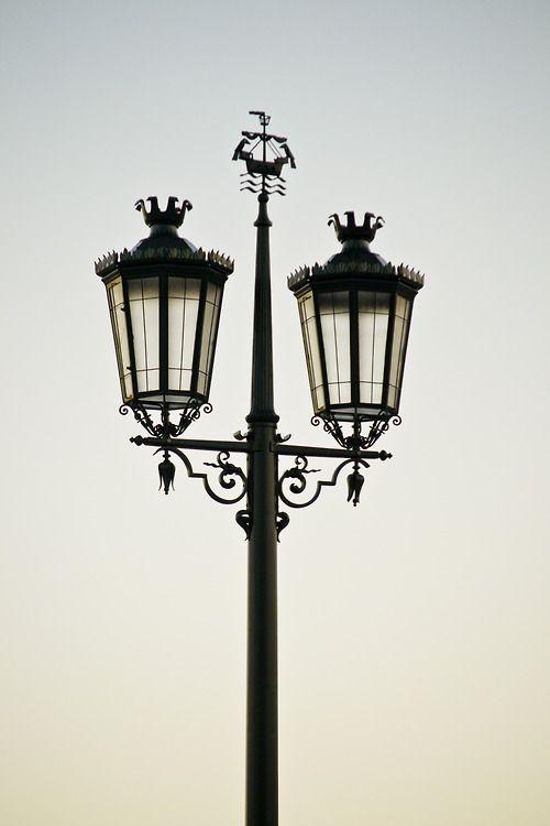 light - iluminação da cidade de Lisboa Enjoy Portugal www.enjoyportugal.eu