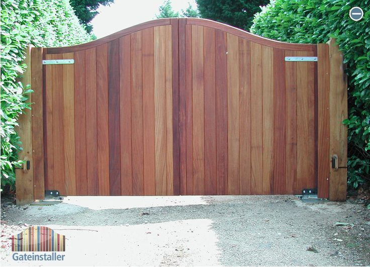How to build a wooden swing gate woodworking projects for Wood driveway gate plans