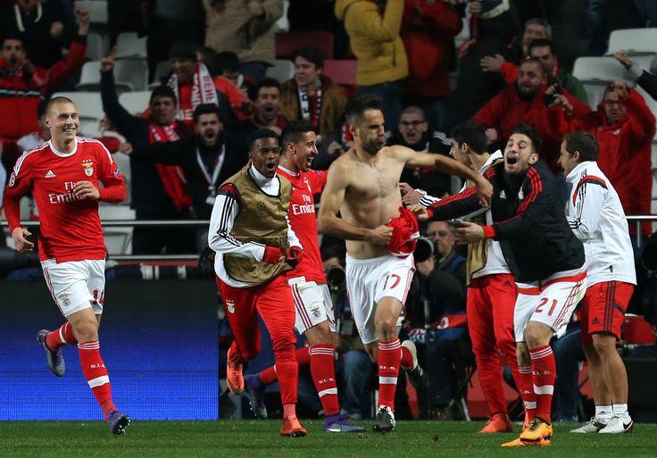 @Benfica Jonas Gonçalves marca de cabeça pouco depois de Domenico Criscito ser expulso #9ine