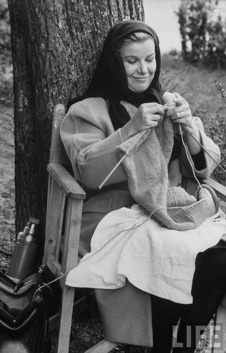 Barbara Bel Geddes knitting on set of Five Branded Women (1959)