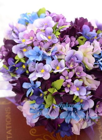 ウエディングブーケ専門ショップ・アフロディーテ(Wedding Bouquet Aphrodite)  パンジーの「3シェアブーケ」