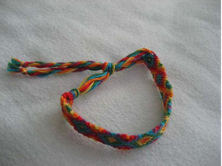 how to tie the end of a friendship bracelet