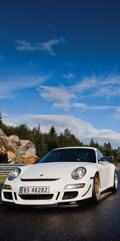 Supersportsbil på bane deluxe er en unik opplevelse som kombinerer det å kjøre selv, og deretter sitte på en profesjonell racersjåfør i en råsprek Ferrari eller Porsche! En opplevelse fullstappet med adrenalin og spenning.