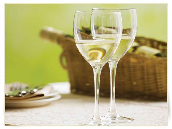 5 excelentes razones para tomarte una copa de vino blanco ahora