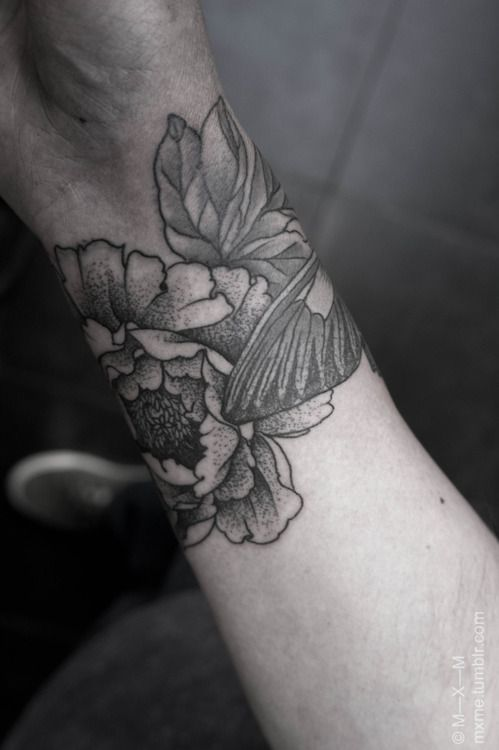 peony + butterfly wristband for Olle - this would be perfect with just a *little* bit of color thrown in.: Tattoo'S Patterns, Floral Tattoo'S, Blackwork Arm, Tattoo'S Flower, Flower Tattoo'S, Tattoo'S Inspiration, Flower Wrist Tattoo'S, Flower Tattoos, Tattoo'S Ink