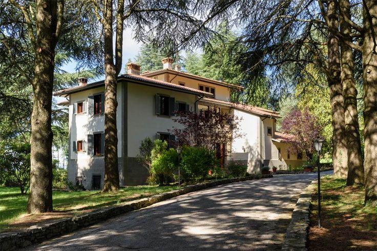 Splendid villa in the Tuscan-Umbrian hills i Citta Della Pieve, Perugia, Italy – Luxury Home For Sale