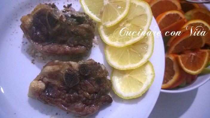 Costolette di agnello al forno con salsa al limone