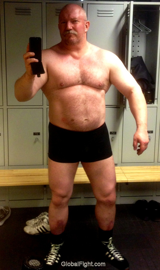Artem Single muscular gay looking for real love