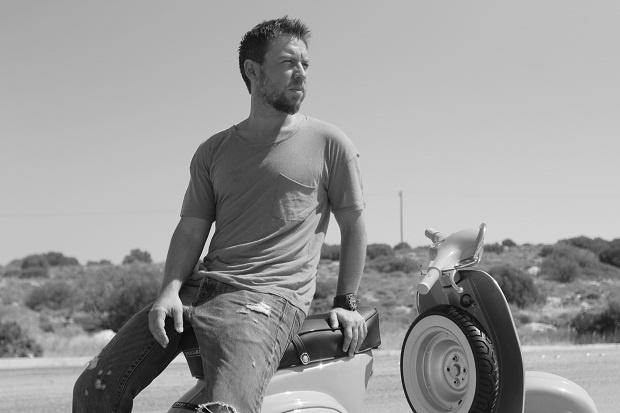 Γιάννης Βαρδής - Κι εδώ αγαπούσες νέο τραγούδι / studio video clip (Lyrics)
