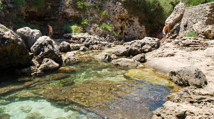 Cala Rafalet #Menorca #IslasBaleares #dosmaletas http://www.dosmaletas.com/2013/08/menorca-calas-y-playas.html