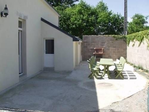 Gite Saint 1 Saint-Andr�-Des-Eaux Gite Saint 1 is a semi-detached villa with a barbecue, situated in Marland. The unit is 28 km from Pornic.  There is a seating area and a kitchen complete with a dishwasher, a microwave and a fridge. A TV is featured.
