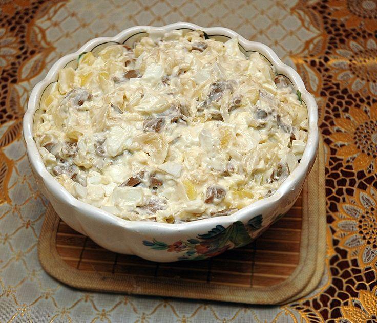 Салат из грибов шампиньонов с солеными грибами