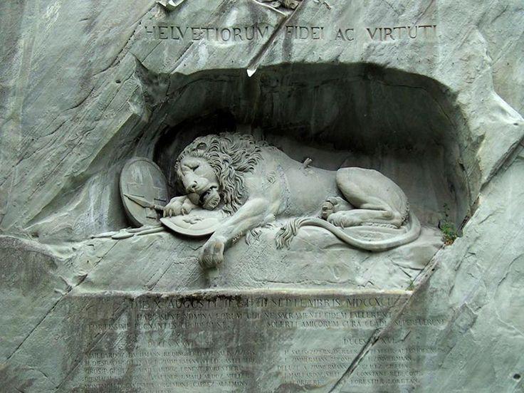 Мраморная скульптура льва в Люцерне