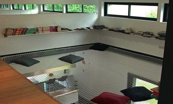 Vous aimez les grandes mezzanines ouvertes? Moi aussi ! Cela dit, je trouve toujours un peu dommage de perdre autant d'espace. Aujourd'hui, je vous faitd