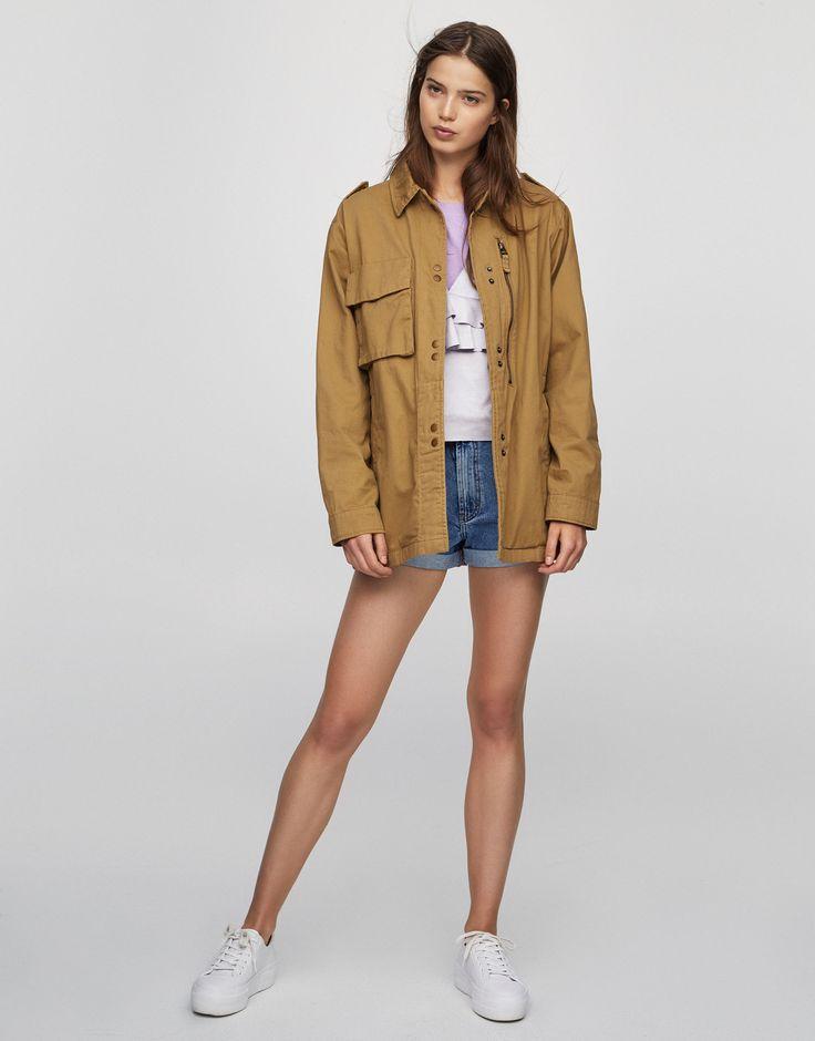 Жакет сафари с отделкой пайетками сзади - Пальто и куртки - Одежда - Для Женщин - PULL&BEAR Российская Федерация