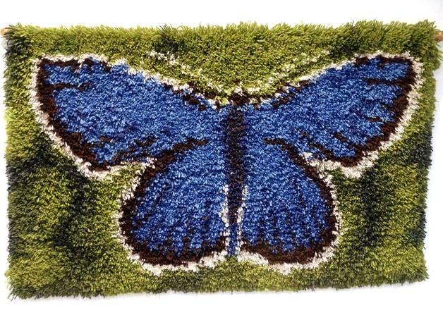 Tiina Etelälahti käytti ryijyn mallina oikeaa perhosta.