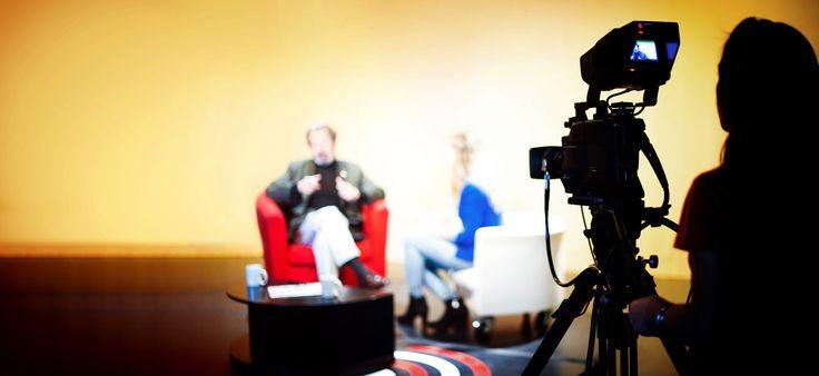 Al plató de TV de la Universitat. #plató #tv #comunicacióaudiovisual #publicitat #relacionspúbliques #entrevista #càmara #uviclife