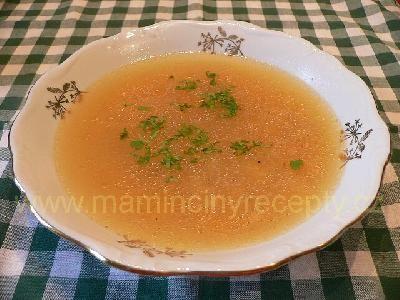 Polévka z uzených kostí