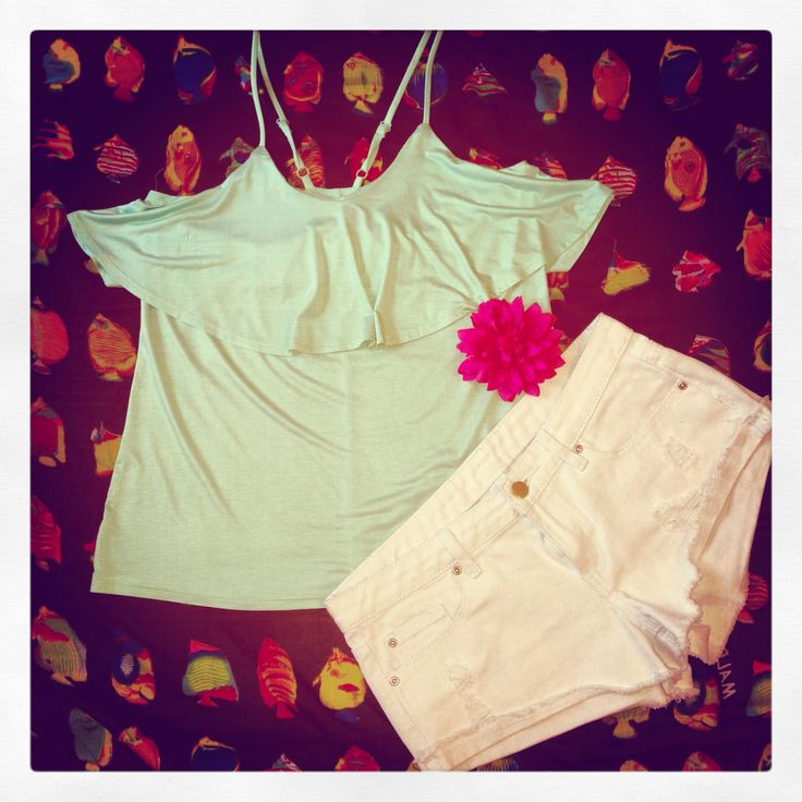I love summer top + short outfit