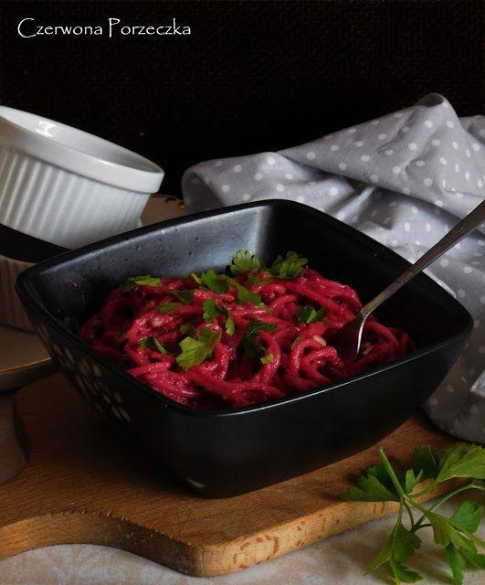 Czerwona Porzeczka: Spaghetti z buraczanym pesto