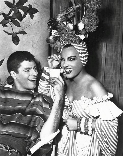 Jerry Lewis & Carmen Miranda -Scared stiff and possibly one of the funniest scenes ever!