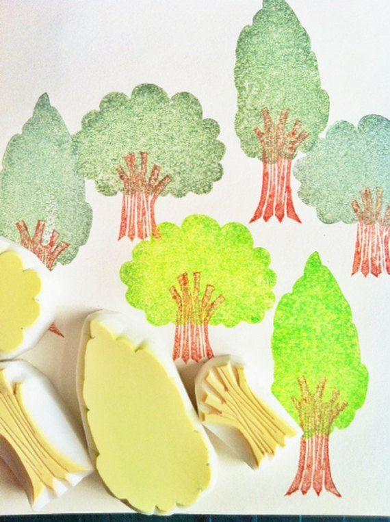 bos rubber stamps/hand gesneden boom stempels/woodland stempel. Kies uw optie! u kunt kiezen uit: -set van 2 boom postzegels (niet gemonteerd/gemonteerd) -hoge boom stempel (niet gemonteerd/gemonteerd) -korte boom stempel (niet gemonteerd/gemonteerd). elke boom is bestond uit 2 delen (boom stam en bladeren) elke rubberstempels is oorspronkelijk ontworpen en gesneden door talktothesun. Er is een set stempels van huis. deze boom set en de set huis zullen een geweldige w...