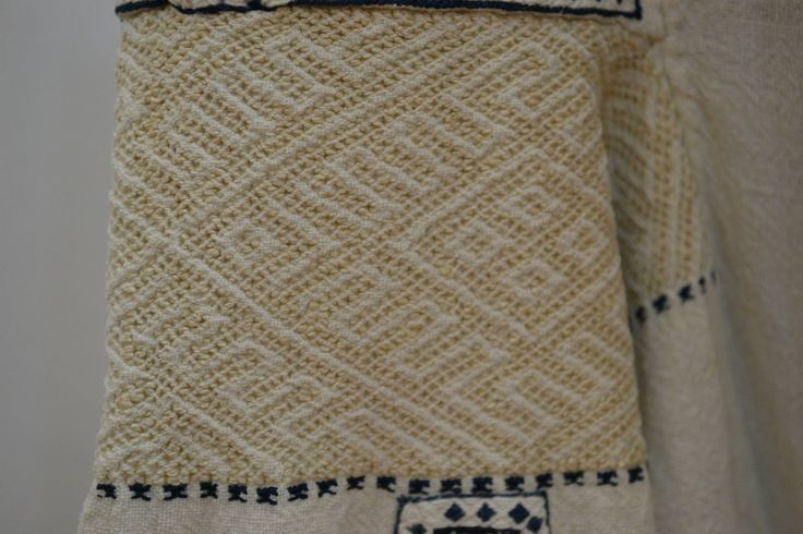 Romanian blouse - ie - detail. Incret functional.