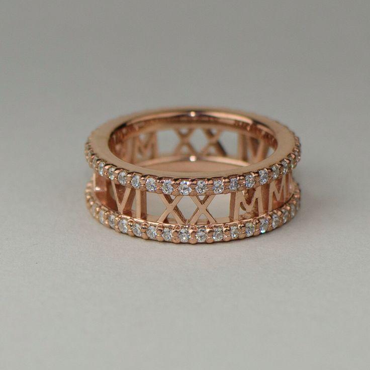 Anneau d'or à chiffres romains avec Diamond Eternity bandes - or massif 14k et 18 k a augmenté. Bijoux personnalisés. Mariages et anniversaires par sevgijewelry sur Etsy https://www.etsy.com/fr/listing/255455951/anneau-dor-a-chiffres-romains-avec