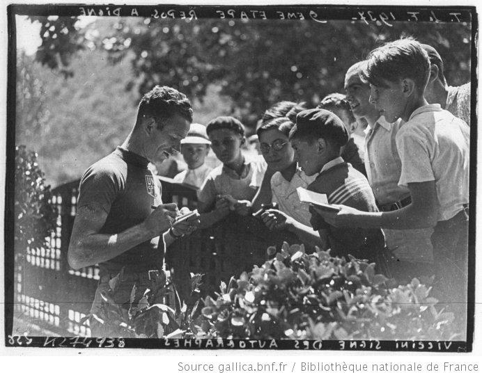 [Recueil. Tour de France cycliste de 1937. Journée du 10 juillet. jour de repos à Digne] : [lot de photographies de presse] / [Agence Meurisse ?] - 2