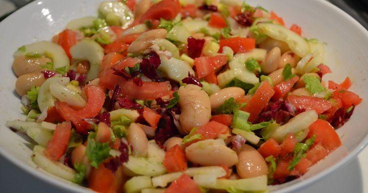 Ingredienti ( per 4 persone ) :     - 250 g di fagioli bianchi di Spagna lessi   - 200 g di cetrioli   - 100 g di sedano   - 2 pomodori...