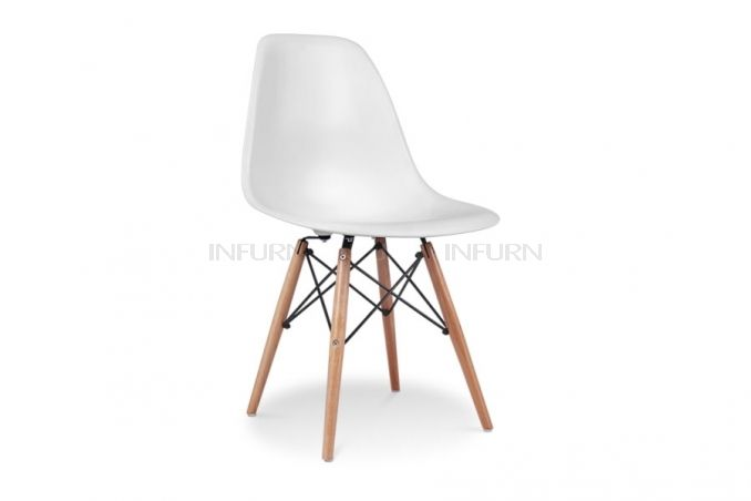 Charles Eames DSW plast stol. 1 399 kr