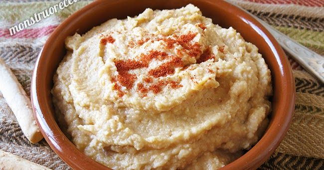 Receta de Hummus o puré de garbanzos. Plato muy popular y conocido en todo Oriente Medio.