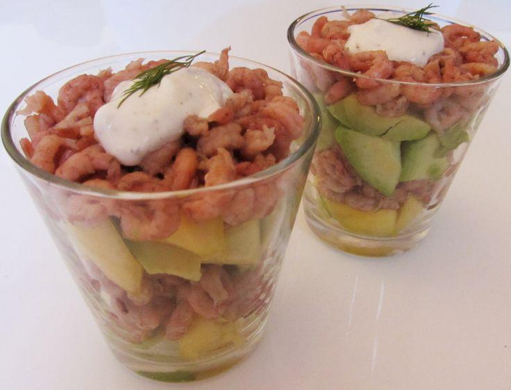 Een voorgerecht dat gezond is vanwege de vetten, er kleurrijk uit ziet en ook nog eens makkelijk te maken is. http://cottonandcream.nl/cocktail-met-mango-garnalen-en-avocado