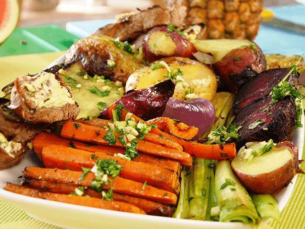Quem disse que churrasco precisa ser 100% carne? O Chef Pedro Benoliel dá uma opção super saborosa para quem quer fazer um churrasco diferente.