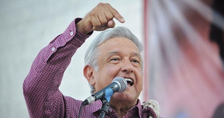 """Andrés Manuel López Obrador anunció que presentará documentos que demuestran el enriquecimiento ilícito de Miguel Ángel Yunes Linares. """"Parece inmobiliaria"""", expresó López Obrador, tras asegurar que el Gobernador está lleno de propiedades en México y en el extranjero."""