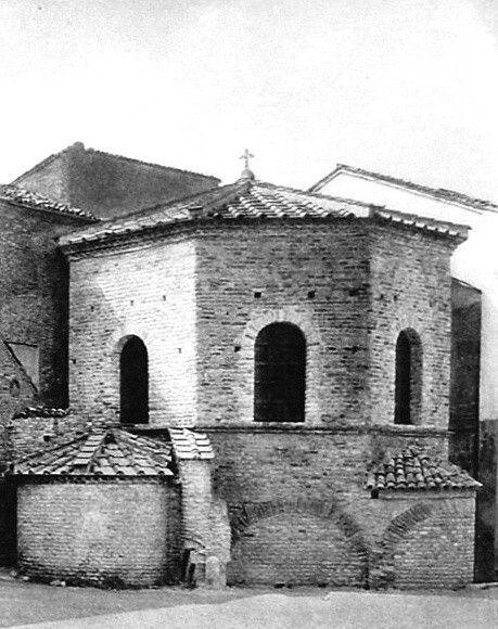 Ravenna: arianus baptisterium; 500 körül