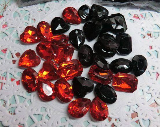 Imitación de diamantes-Contenido 30 piezas. Color:rojo y negro
