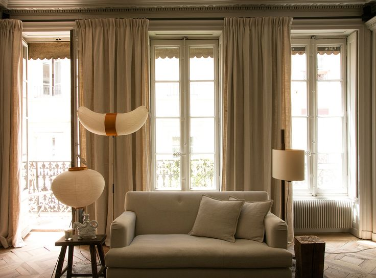 More interior inspiration on www.ringthebelle.com home / interieur / inspiration / lyon / Maison Hand / decoration / noguchi / living room / #ringthebelle / #storystore / #maisonhand