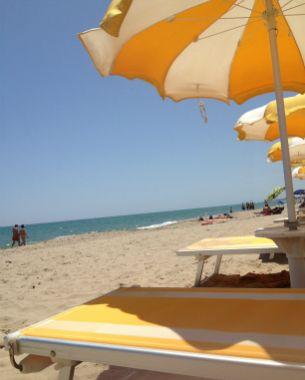 consigli outfit moda vacanze mare spiaggia bikini espadrillas prezzi | Shoppills.it